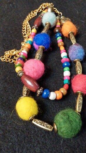 Collares de bolsas de fieltro para lucir color!