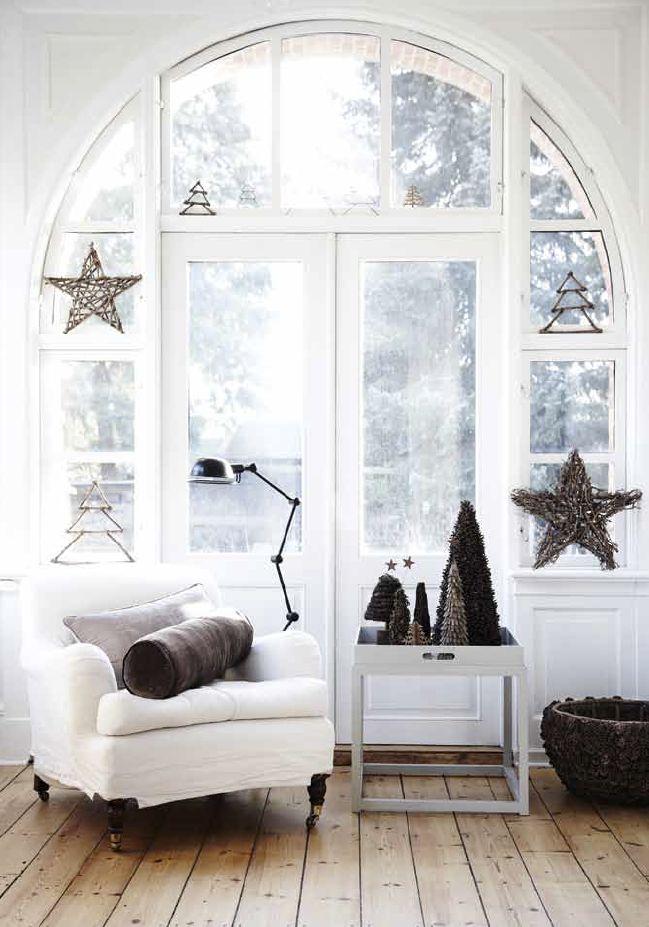 Jeg elsker naturfarger og synes det passer svært godt til julepynt også. Det gir en følelse av ro...