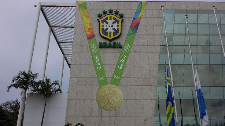 """Futebol nas Olimpíadas: CBF enfeita prédio com """"medalhão"""" para celebrar inédito…"""