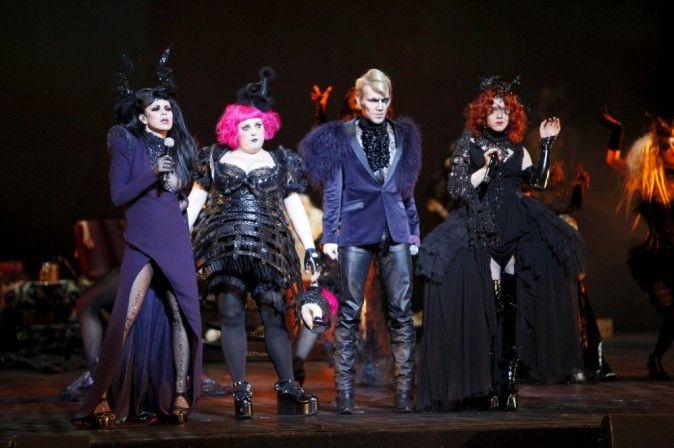 """Showcase privé de """"Dracula L'amour Plus Fort Que La Mort"""" Satine (Ginie Line), Poison (Lola Ces), Sorci (Gregory Deck) et Lucy (Anais Delva)."""