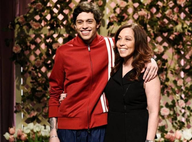 Pin By Maggie Stimatz On Pete Mf Davidson In 2020 Widowed Mom Pete Comedians
