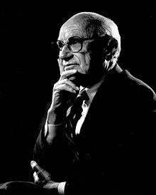 Milton Friedman est un économiste américain né le 31 juillet 1912 à New York et mort le 16 novembre 2006 à San Francisco, considéré comme l'un des économistes les plus influents du XXe siècle1. Titulaire du « prix Nobel d'économie » en 1976 pour ses travaux sur « l'analyse de la consommation, l'histoire monétaire et la démonstration de la complexité des politiques de stabilisation »2, il a été un ardent défenseur du libéralisme. Il a travaillé sur des domaines de recherche aussi bien…