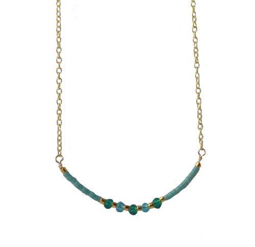 Delica halskæde med kæde. Dette er en anden fin halskæde med delica perler, små krystaller og forgyldt kæde.  Til denne kæde er der brugt følgende materialer:  60cm forgyldt ankerkæde AR30 ca. 15cm forgyldt tråd 0,50mm delica perle, tyrkisblå mat deliva perle, 24K lys kølig guld celestial krystal, himmel blå 3mm celestial krystal, flaske grøn 3mm | smyks.dk | smyks.com | smyks.de |