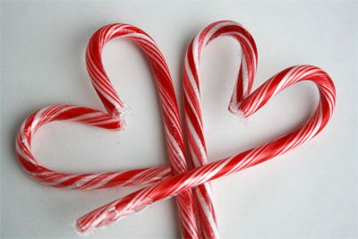 Ideas for Leftover Candy Canes - peppermint white chocolate popcorn, candy cane heart suckers for valentine's day