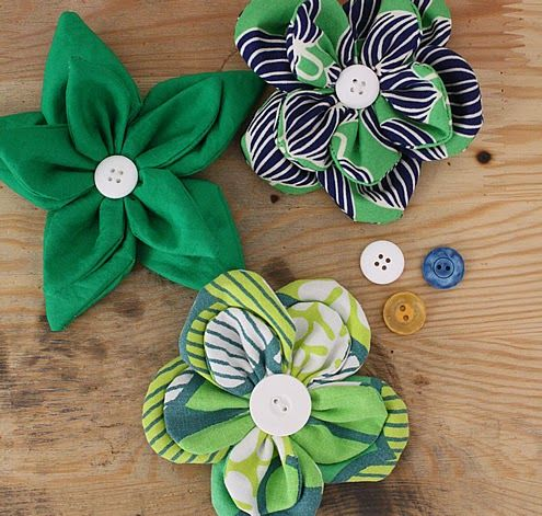 Fabric flower belt tutorial!  These are great!  Would be great on a bag or headband too!