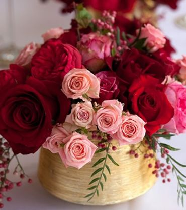 Not excited by idea of giving a dozen red roses?  I'm loving everything about this arrangement for some lovely V-Day flower inspiration this year!