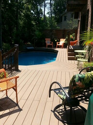 Great deck with our above ground pool