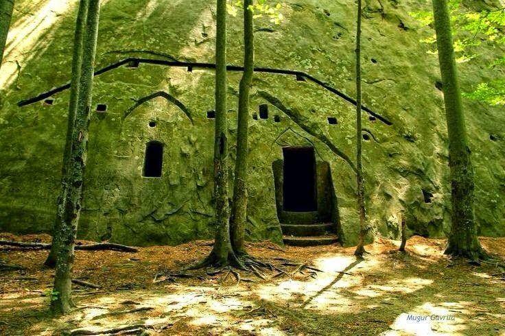 Hermit dwelling from Tara Luanei - the Athos of Romania