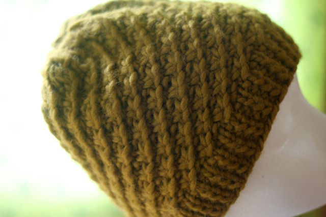 Daisy Chain Hat, Free Knitting Pattern from Knitbot, 1 skein project