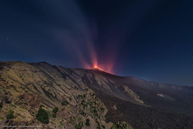 Etna di notte dalla Valle del Bove