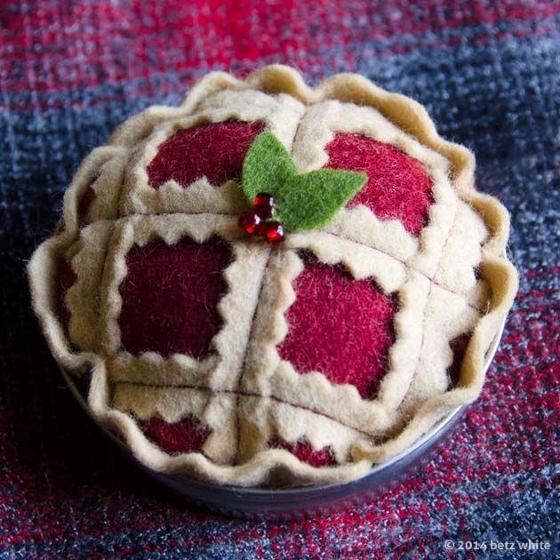Holiday Stitch-along Ornament #4: Christmas Pie - Betz White