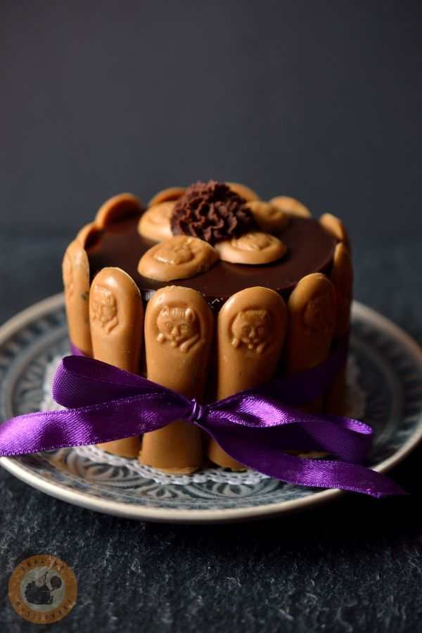 Tonka bean & coffee mousse mini cake