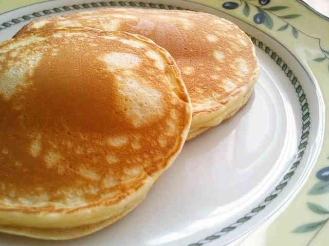 朝食にも便利☆小麦粉で簡単ホットケーキの画像