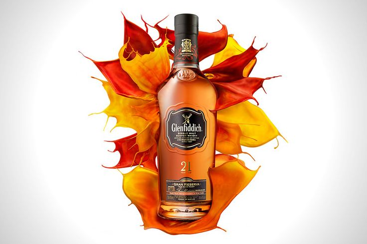 This is the higher strength edition of Glenfiddich's 21 Year Old, finished in rum casks for four months, but now has a more elegant presentation, as befits its position towards the top of the distillery's regular range. As a result of finishing in Reserva Rum casks, it develops intense vanilla, flora and banana aromas followed by tastes of lime and ginger.