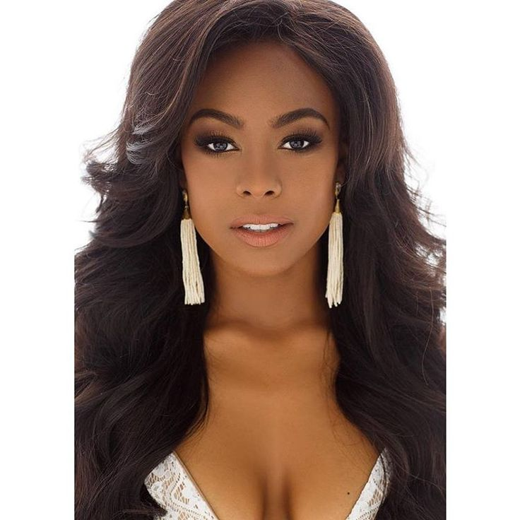 It's only five weeks until the Miss Texas USA 2018 pageant! 🙌 Miss Houston 2017 Hannah Johannes dropped this gorgeous headshot to remind y'all that she's in it to win it. Will she (or another one of the lovely contestants) become just the third Miss Texas USA of known black ancestry? 🙏 We'll soon find out. @hannah_sennahoj 📷: @selectstudiosbeauty    TRIVIA: Every black/part-black Miss Texas USA winner has later gone on to win the Miss USA crown: Chelsi Smith (Miss Texas USA 1995) was Miss…