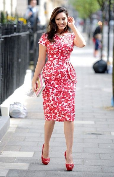 Kelly Brook in red and white printed peplum dress // #celebstyle