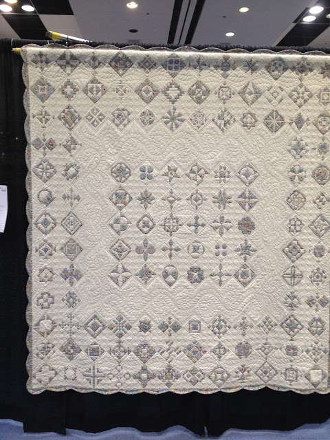 From the Pacific Int'l Quilt Show: Dear Jane quilt done in 1 pattern fabric and 1 background. Gorgeous.