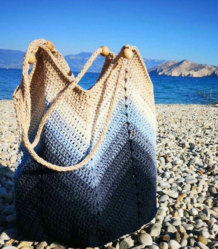 Bolsa de Crochê: Modelos Para Inspiração + Gráfico + Vídeo Aulas | Bolsas de crochê, Bolsas de praia de crochê, Crochê de praia