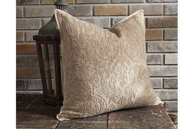 Maxen pillow, Ashley Furn. (6-7)