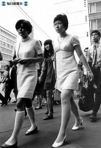 服の女性, 1960ファッション, ミニスカート, ヴィンテージ写真, ヴィンテージの写真, 通りの写真撮影, 東京, Showa Period,  Showa Era
