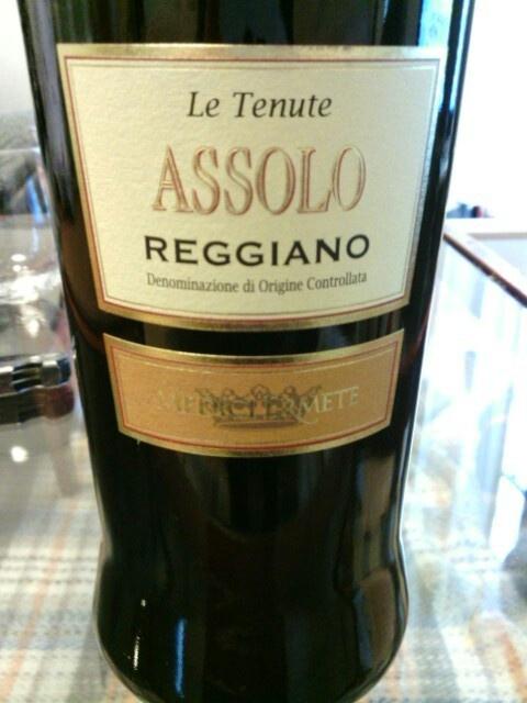 Le Tenute Assolo Rosso Reggiano.Medici Ermete.Lambrusco Salamino de Santa Crose85% Ancellotta15%.Emilia-Romagna,Italy.****Girly