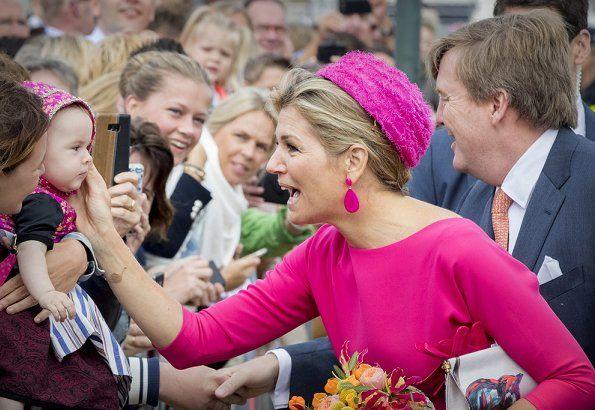 Dutch Queen Maxima wore Natan floral print skirt, Natan floral clutch bag, Natan fuchsia shoes and Natan fuchsia top