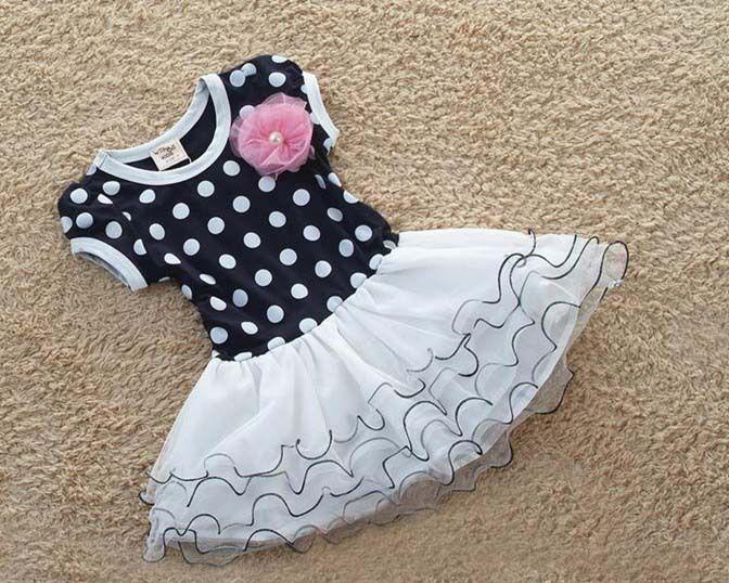 Jurkje Nisa - DominoKinderkleding.nl |  Dit leuke jurkje Nisa is donker blauw en heeft witte stippen. Het jurkje is afgewerkt met een roze tule bloem. Dit pittige jurkje heeft korte mouwen en een rok van wit tule met onderrok eraan vast.