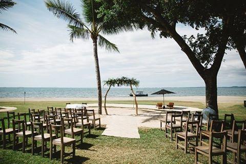 S T U N N I N G | How perfect is this setting.  Josh & Kelly's stunning Hilton Fiji wedding.