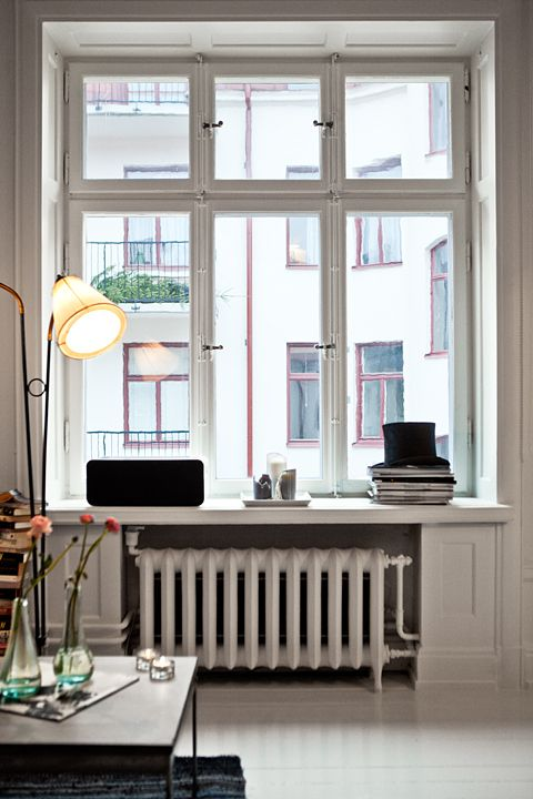 fönster Fantastic Frank. In your face, Ugly Radiator. Poof. You're a window seat.