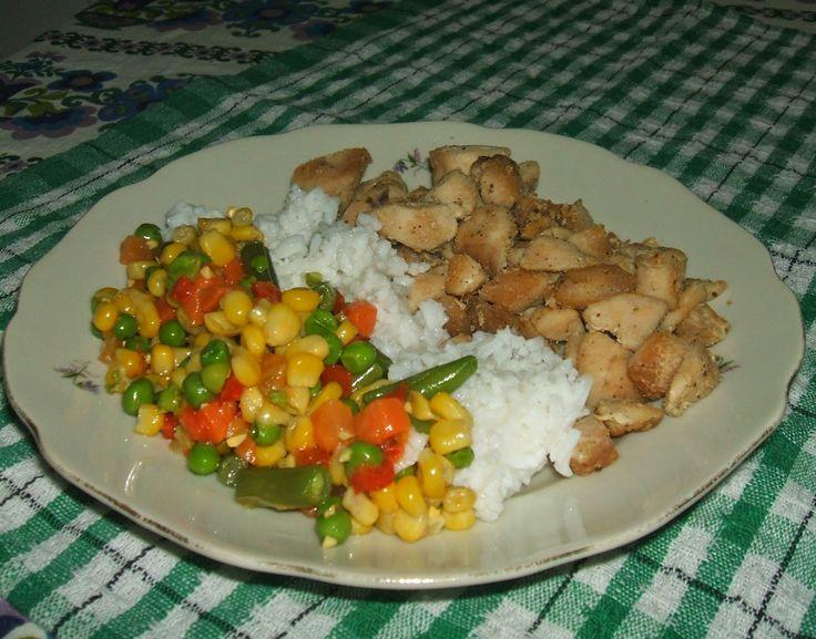 Pácolt csirkemell falatkák rizzsel és mexikói zöld...