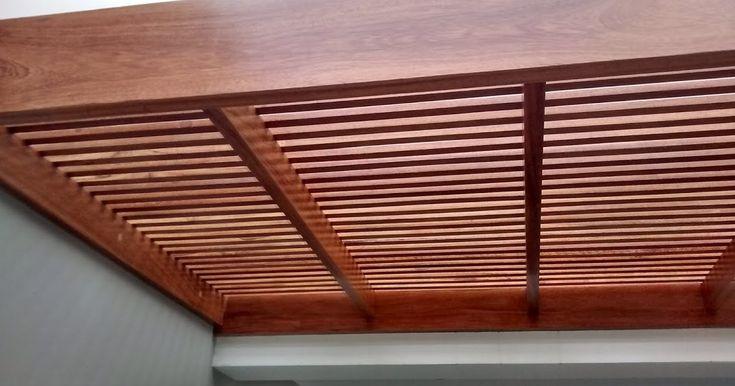 Techo sol y sombra de madera huayruro cubierto con plncha de policarbonato.