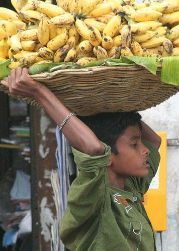 Banana Carrier, Madurai. Tamil Nadu - India. (Via Gugi Le Roc)