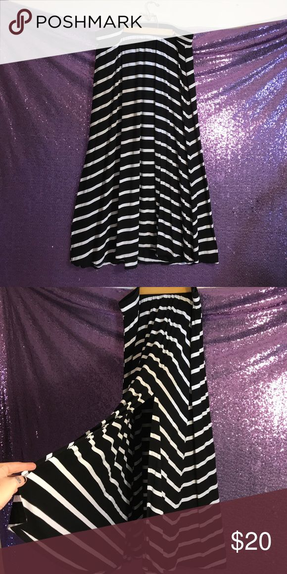 Maxi skirt Black and white stripped maxi skirt, very comfortable. Slit on the side. Size 2 which is like an 18/20 torrid Skirts Maxi