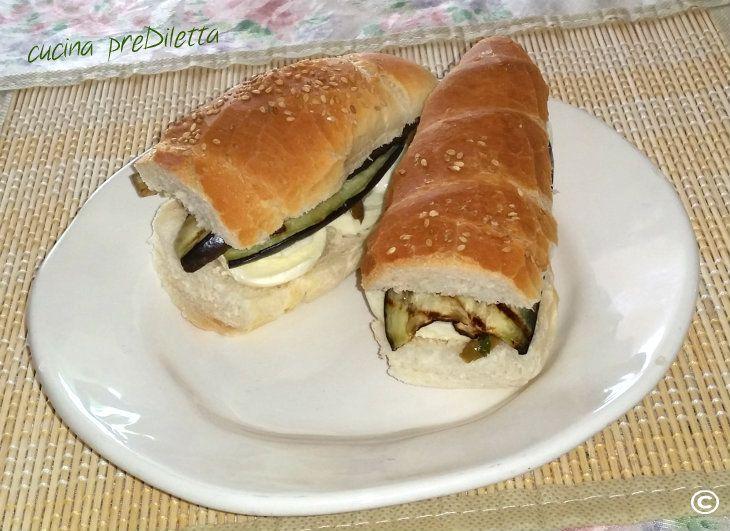 Panino con mozzarella e melanzane, ricetta - cucina preDiletta