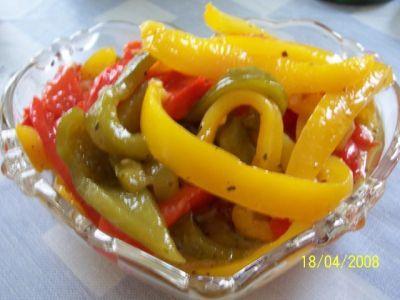 Сладкий перчик под маринадом. по 2 стручка сладкого перца зелёного,жёлтого и…