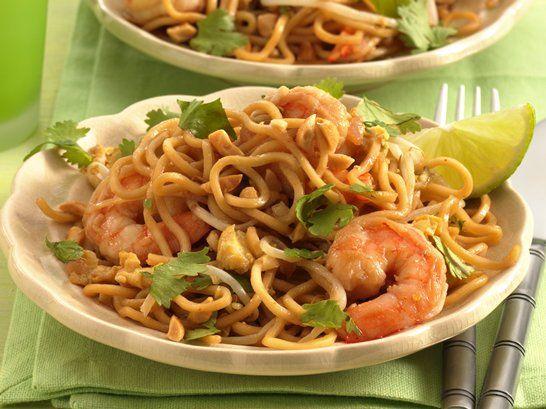 Pad Thai with Shrimp - QueRicaVida.com