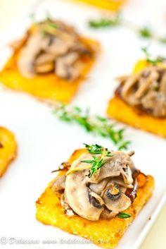 Crostino di polenta con funghi e cipolla caramellata