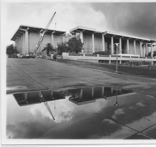 Oviatt Library at California State University, Northridge, under construction following the 1994 Northridge earthquake :: CSUN University Archives