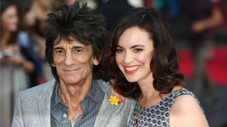Rolling Stone Ronnie Wood becomes father to twins, aged 68 - BBC News