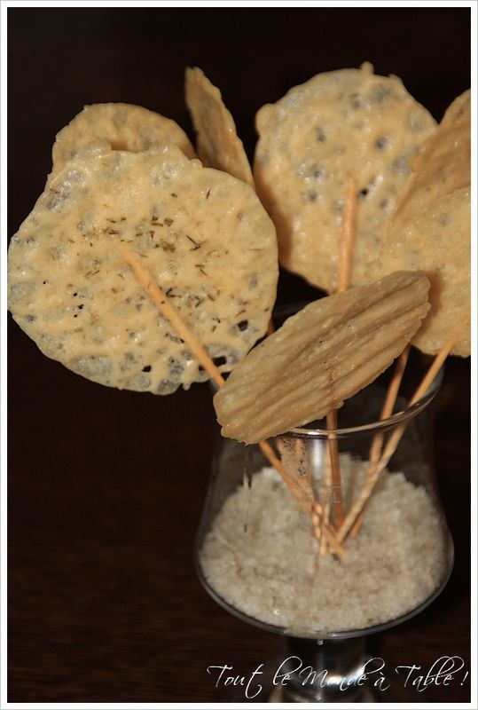 Sucettes au parmesan...website is in french, but you can understand the pictures...toasty, crispy parmesan! Yum!