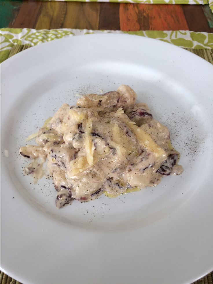 Gnocchi con crema di gorgonzola e radicchio - gnocchi with gorgonzola cream and radicchio