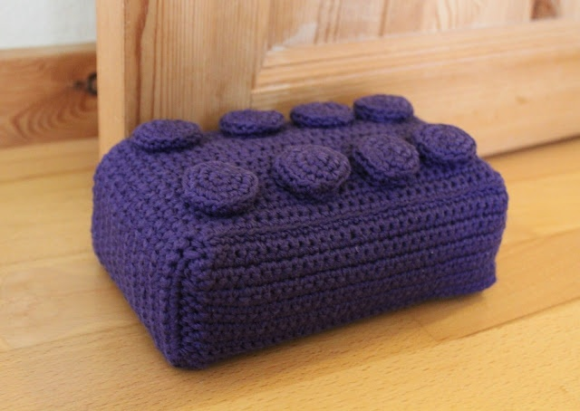 A very talented blogger who likes yarn a lot :-) Great ideas for crocheting doileys etc.