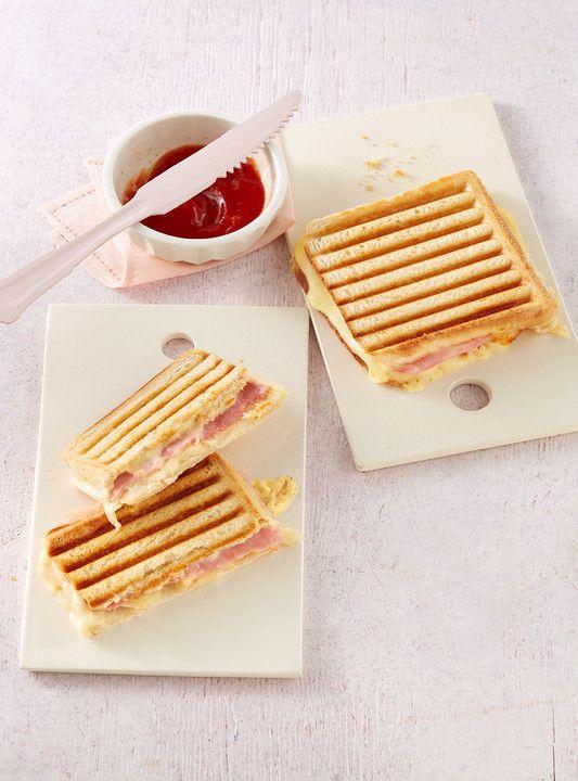 Schinken - Käse - Toast mit Zwiebel, ein beliebtes Rezept aus der Kategorie Frühstück. Bewertungen: 13. Durchschnitt: Ø 4,1.