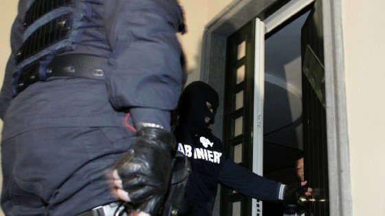 La Sacra Corona Unita Unita è un'associazione di criminali che opera principalmente in Puglia e che è particolarmente attiva nelle zone di Brindisi, Lecce e