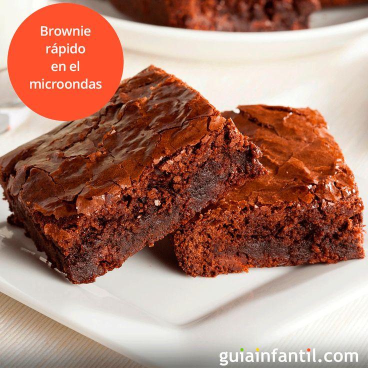 Te enseñamos a hacer un delicioso brownie casero de forma fácil y muy rápida. http://www.guiainfantil.com/recetas/postres-y-dulces-para-ninos/bizcochos-y-magdalenas/brownie-rapido-al-microondas/