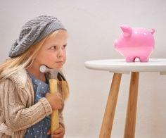 Taschengeld, ja, aber ab wann? Was davon kaufen - und vor allem: Wieviel ist angemessen? Hier haben wir alle Informationen samt Taschengeldtabelle für Euch zusammengestellt, damit Ihr eine fundierte Taschengeldempfehlung an der Hand habt.