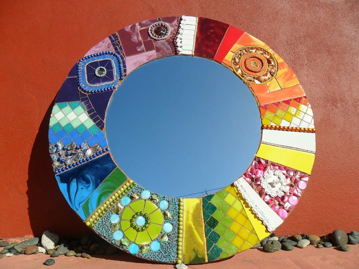 Stunning mosaic mirror by Colores Latinos Mosaiquismo on Facebook