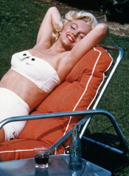 Marilyn Monroe photographed by Mischa Pelz, 1953.