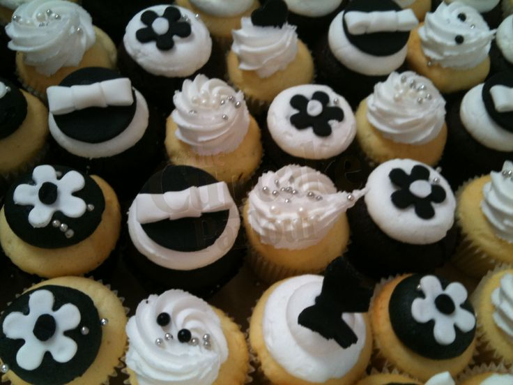 Black and white bite sized cupcakes are perfect for a wedding or 21st.