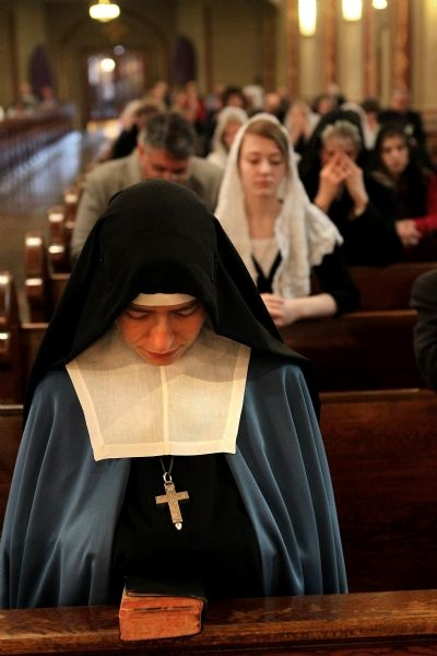 Adorer of The Royal Heart of Jesus Sovreign Priest.....love the veils even on the women who aren't nuns..nothing like traditional Catholicism and the Latin mass